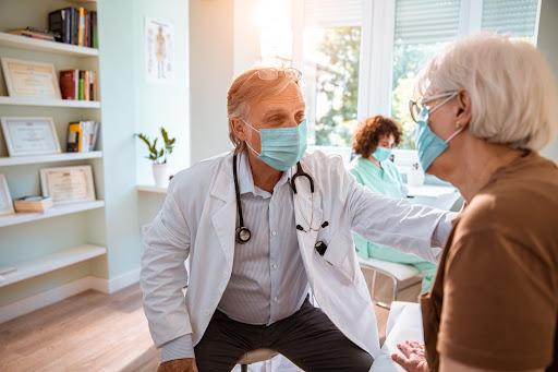 Привлечение врачей после пандемии: 4 подхода, которые помогут вашему отделу продаж